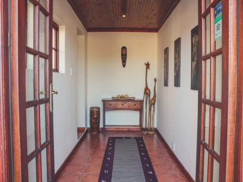 Entrance and lounge 2